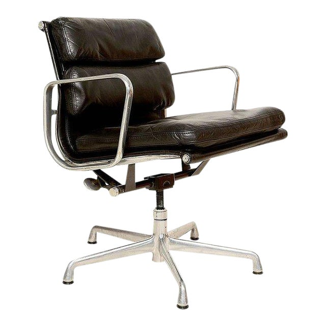 Vintage Herman Miller Eames Soft Pad Aluminum Group Chair For Sale