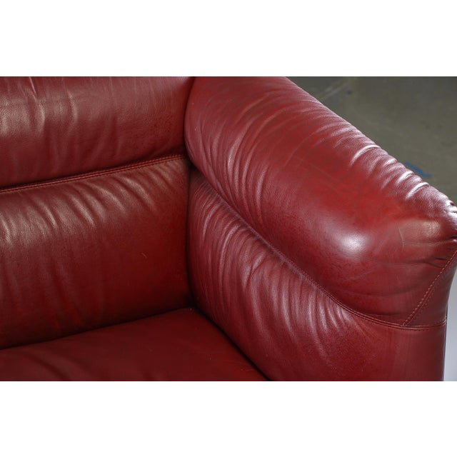 1970s 1970s Poltrona Frau Mid-Century Modern Burgundy Leather Settee For Sale - Image 5 of 13