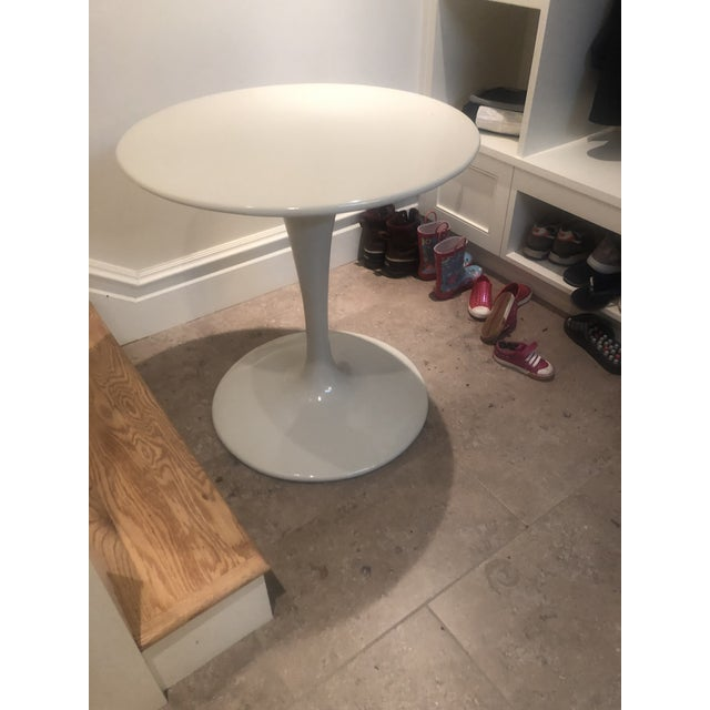 Mid-Century Modern White Round Tulip Table For Sale - Image 3 of 4