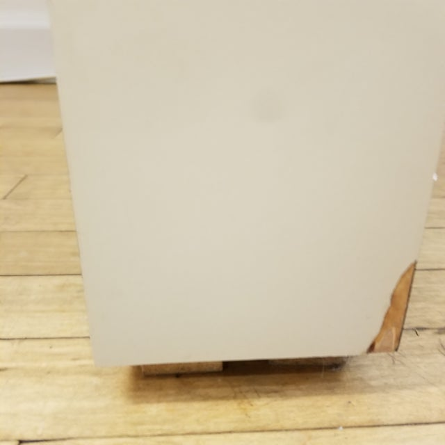 1970s 1970s Mid Century Modern Beige Laminate Parsons Writing Desk For Sale - Image 5 of 8