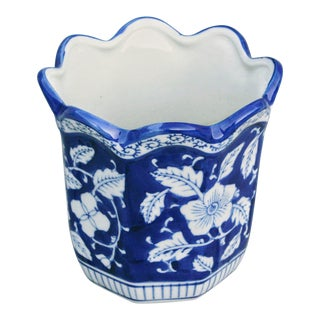 1900s Vintage Blue & White Chinoiserie Ceramic Planter For Sale