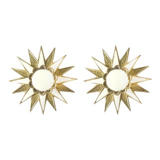 Addison Weeks Michelle Nussbaumer Large Star Backplate & Enamel Knob, Brass & White - a Pair For Sale
