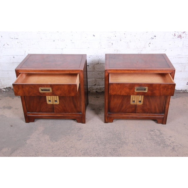 Drexel Heritage Hollywood Regency Campaign Burled Walnut Nightstands - a Pair For Sale In South Bend - Image 6 of 13
