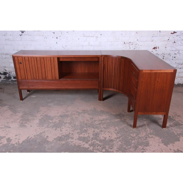 Gold 1950s Edward Wormley for Dunbar Curved Two-Piece Corner Credenza For Sale - Image 8 of 13
