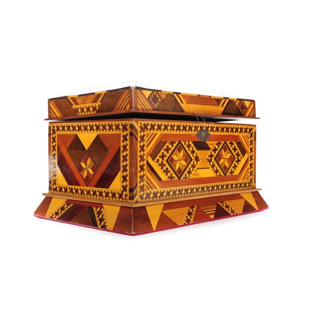 Vintage wooden Jewelry Box w/Beautiful Geometrical Design inlaid A beautiful piece that will add to your décor!