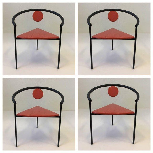 1980s Set of Four Tripod Memphis Dining Chairs in the Manner of Michele de Lucchi For Sale - Image 5 of 11