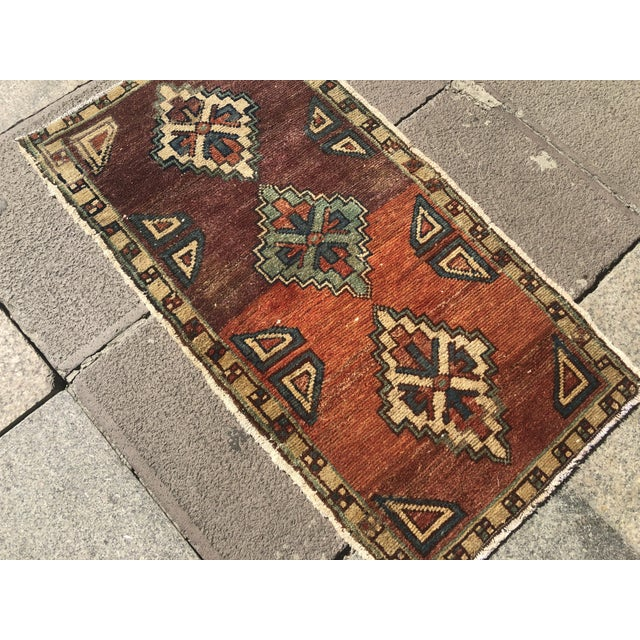 1960s Vintage Oushak Handmade Floor Rug- 1′6″ × 2′10″ For Sale - Image 5 of 6