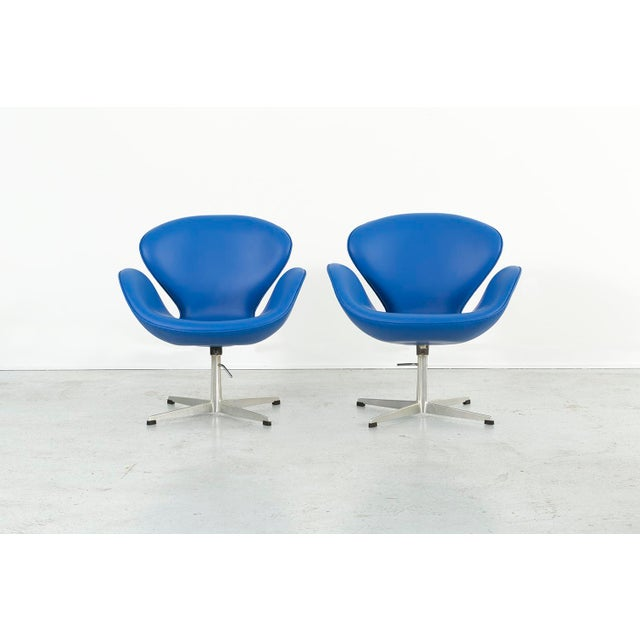 Set of Arne Jacobsen Swan Chairs For Sale In Chicago - Image 6 of 11