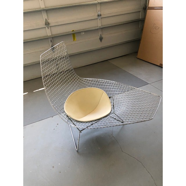 This is an authentic Bertoia Asymmetric Chaise made for Knoll, who brought it into production again in 2005. Classic...