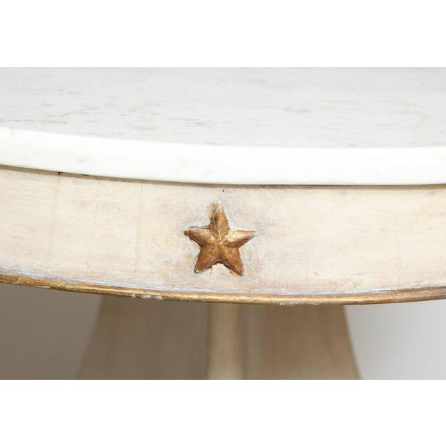 Round Painted and Parcel-Gilt Table With Marble Top For Sale - Image 4 of 10