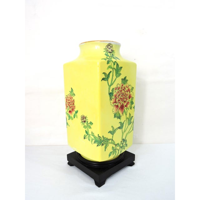 """Asian Mid 20th Century Imperial Yellow Chrysanthemum """"Cong"""" Vase and Stand For Sale - Image 3 of 6"""