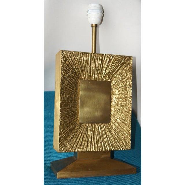 "Gold French Vintage Maison Bagues Dore Bronze ""Sunburst"" Table Lamp, 1970s For Sale - Image 8 of 8"