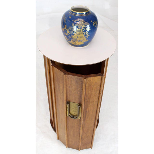 Very decorative high quality craftsmanship solid wood cylinder or pedestal shape liquor cabinet bar.