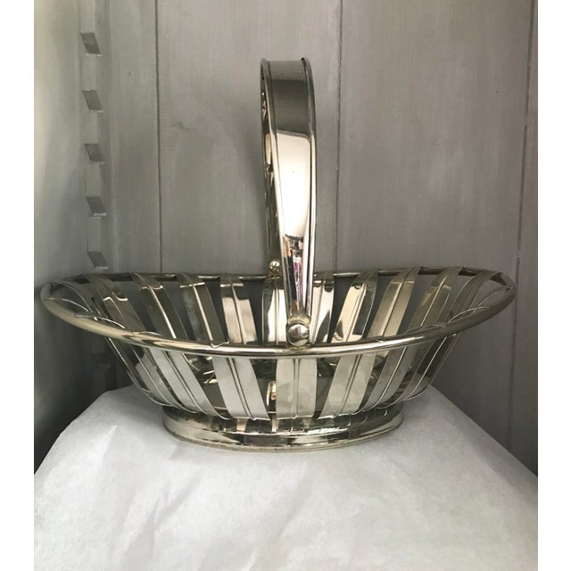 1950s Silverplate Leaf Motif Oblong Bread Basket With Handle For Sale In Palm Springs - Image 6 of 6