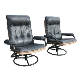 Pair of Scandinavian Modern Leather Reclining Chairs by ChairWorks For Sale
