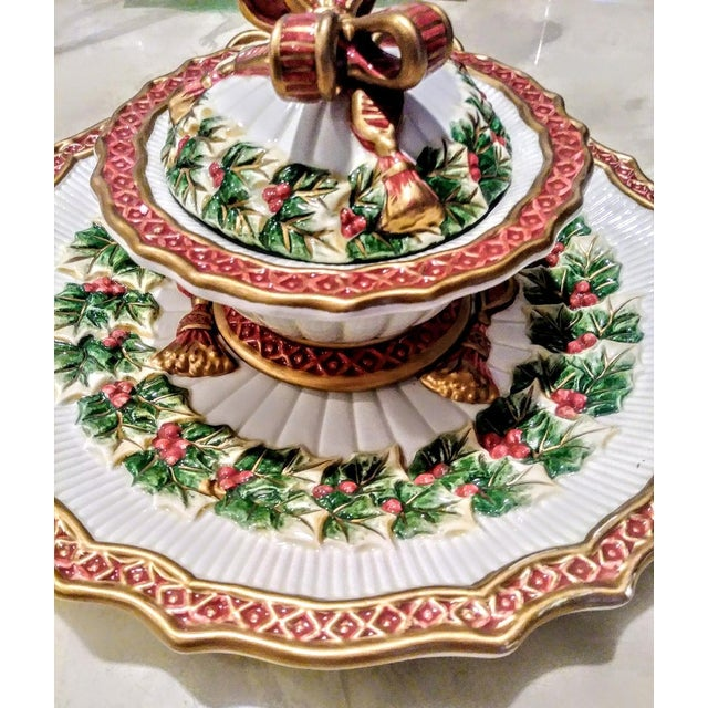 1970s Vintage Fitz and Floyd Christmas Holly Wreath Bow 2 Piece Serving Dish and Sugar Holder For Sale - Image 5 of 8