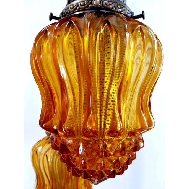 Mid-Century Modern 1960s Mid-Century Modern Hollywood Regency Amber Swag 5 Crackle Globe Brass Hanging Lamp For Sale - Image 3 of 13