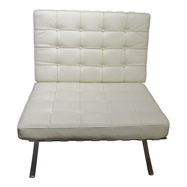 A beautiful modern classic chair designed by Mies Van Der Rohe and made by Design Within Reach. This iconic chair is...