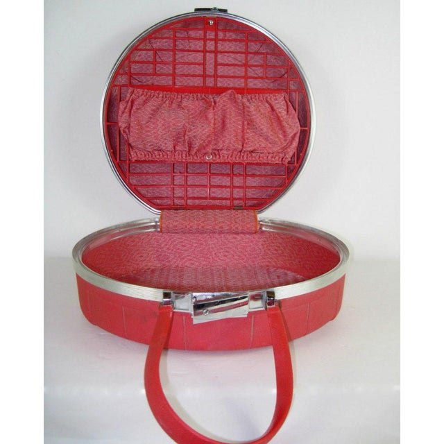 Vintage, retro Starflite round red hat box style travel case circa 1950s. This is a hard sided overnight case that...