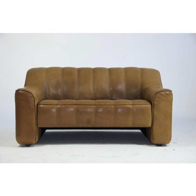 De Sede DS44 two-seat sofa. Upholstered in thick buffalo brown leather. Two adjustable seat positions. Made in Switzerland.