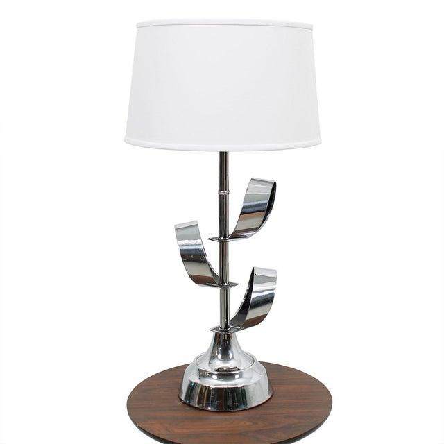 Contemporary Mod '70s Chrome Table Lamp With Ribbon Motif For Sale - Image 3 of 7