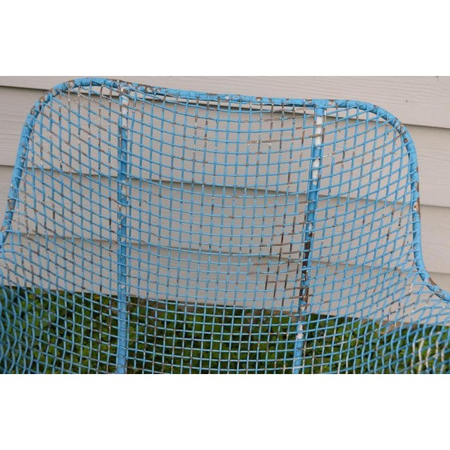 1960s Russell Woodard Sculptura Wire Patio Chairs, Set of 4, in As-Found Sea Sky Blue For Sale - Image 5 of 13