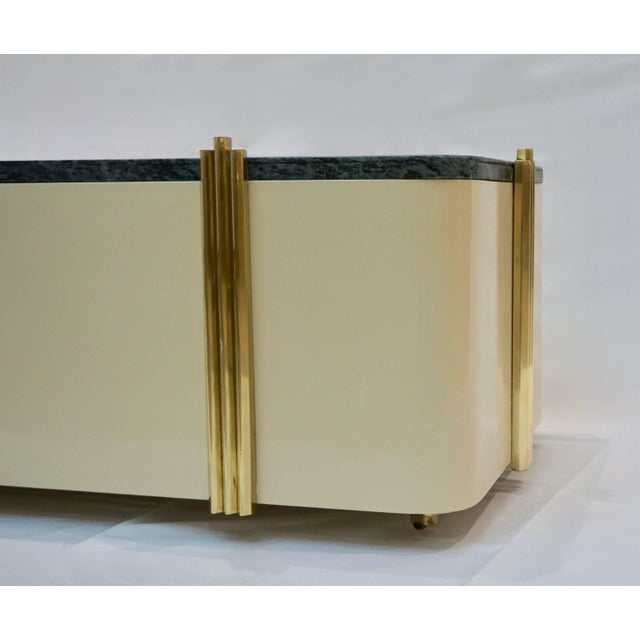 Art Deco 1970s Art Deco Green Marble and Cream White Lacquered Coffee Table or Bench For Sale - Image 3 of 7