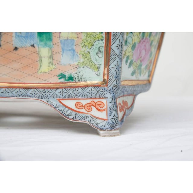 Blue Rose Medallion Rectangular Ceramic Cache Pot/Jardiniere For Sale - Image 8 of 9