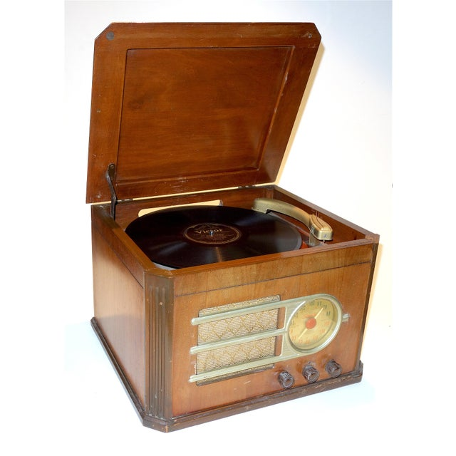 1940s Circa 1946 'Silver Tone' Console Antique Table Radio and Phonograph Combination For Sale - Image 5 of 5