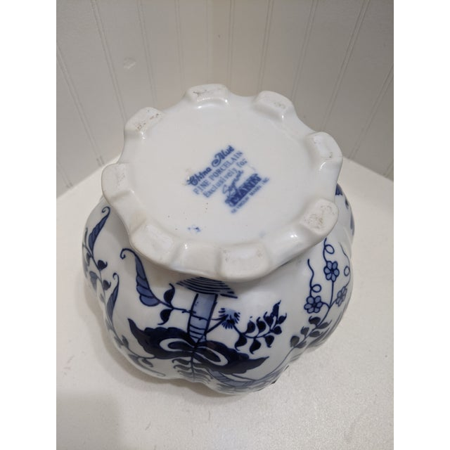 1980s Asian Blue & White Floral Scalloped Porcelain Bowl For Sale - Image 5 of 6