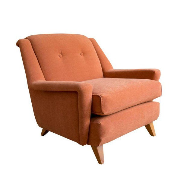 A generously sized lounge chair by Heywood Wakefield, circa 1950s. Featuring a Modernist sculptural form with wide arms...