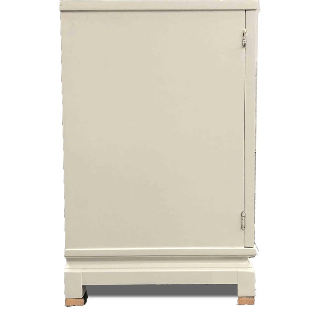1960s 1960s American of Martinsville Chinoiserie White Credenza Newly Finished For Sale - Image 5 of 9