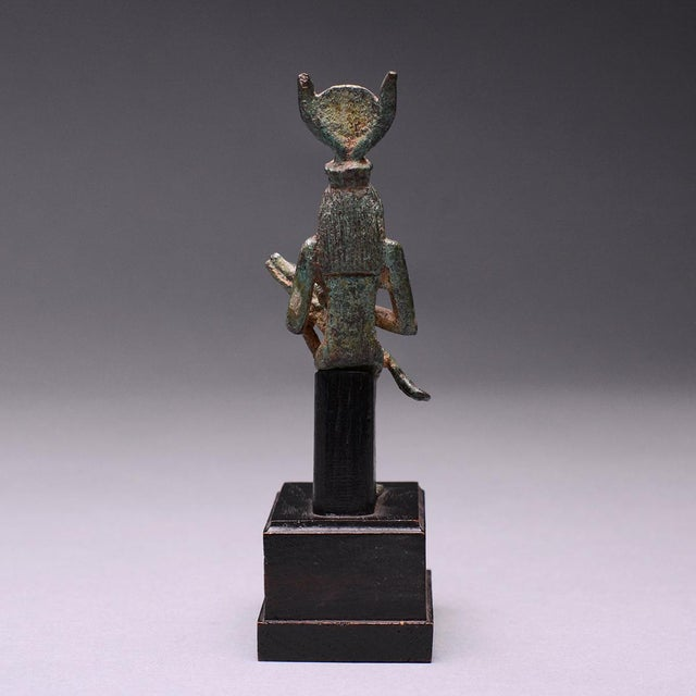 Bronze Seated Figure of Isis and Horus For Sale - Image 4 of 6