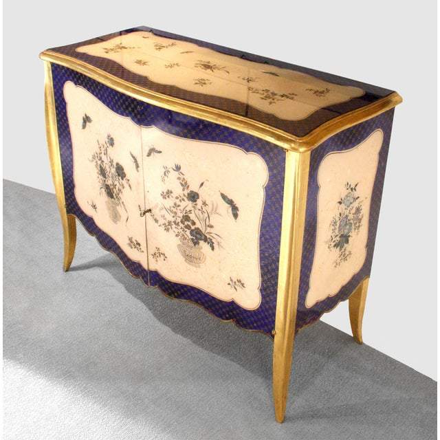 French 1940s French Louis XV Style Parcel-Gilt and Églomisé Commode For Sale - Image 3 of 7