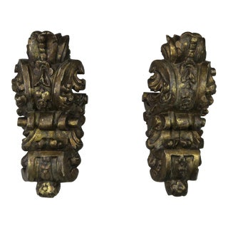 Pair of 1930s Italian Carved Gilt Wood Sconces For Sale