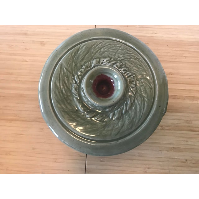 This piece of signed studio pottery is a great addition to any kitchen and in perfect condition. The earth tones of sage...