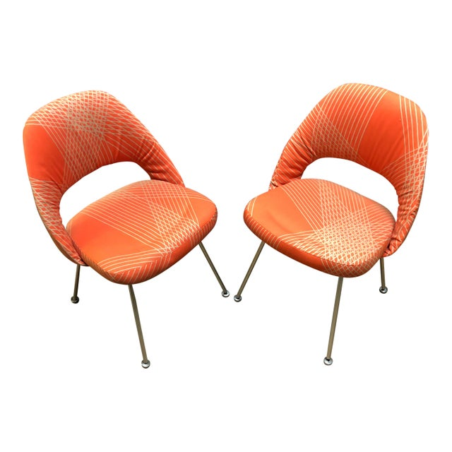 Contemporary Early Eero Saarinen for Knoll Chairs on Aluminum Frame - a Pair For Sale - Image 3 of 6