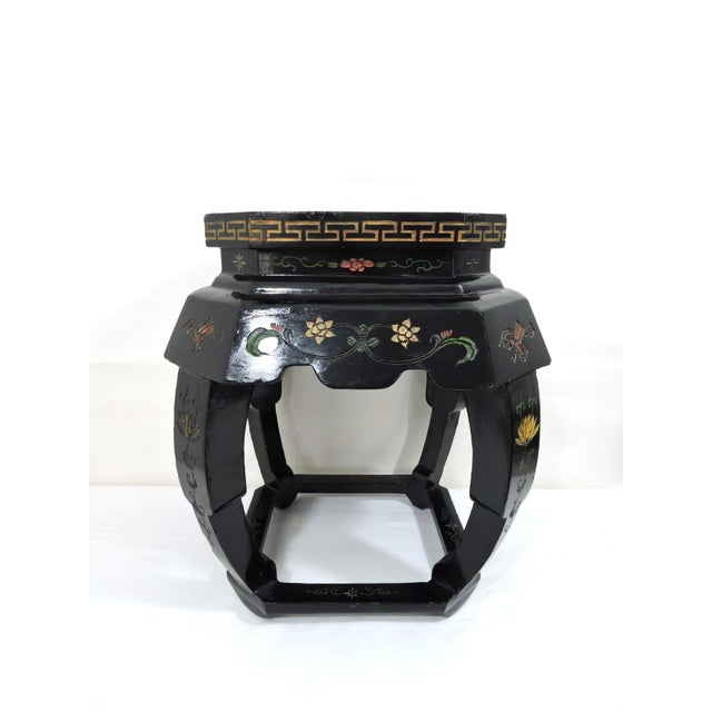 Asian Vintage Chinese Black Lacquer 'Lotus Lake' Floral Stool / Side Drinks Table For Sale - Image 3 of 8