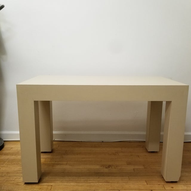 Gorgeous mid-century beige laminate Parsons style desk in the manner of Milo Baughman for Founders Furniture. Modern,...
