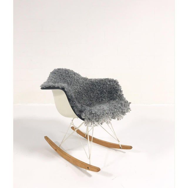 Gray Vintage Charles and Ray Eames for Herman Miller Rar Rocking Chair Restored in Gotland Sheepskin For Sale - Image 8 of 8