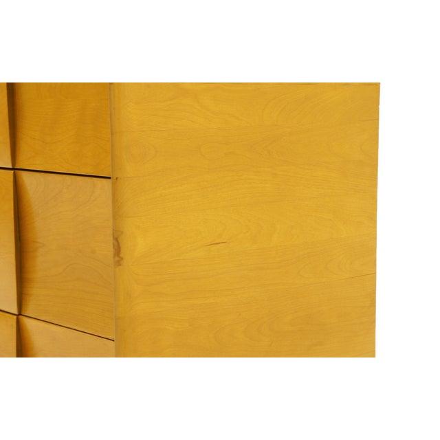 1950s Heywood Wakefield Six-Drawer Sculptura Dresser in Original Blonde Finish For Sale - Image 5 of 9