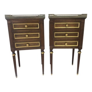 Stunning Elegant Pair of French Regency Nightstands With 3 Drawers For Sale