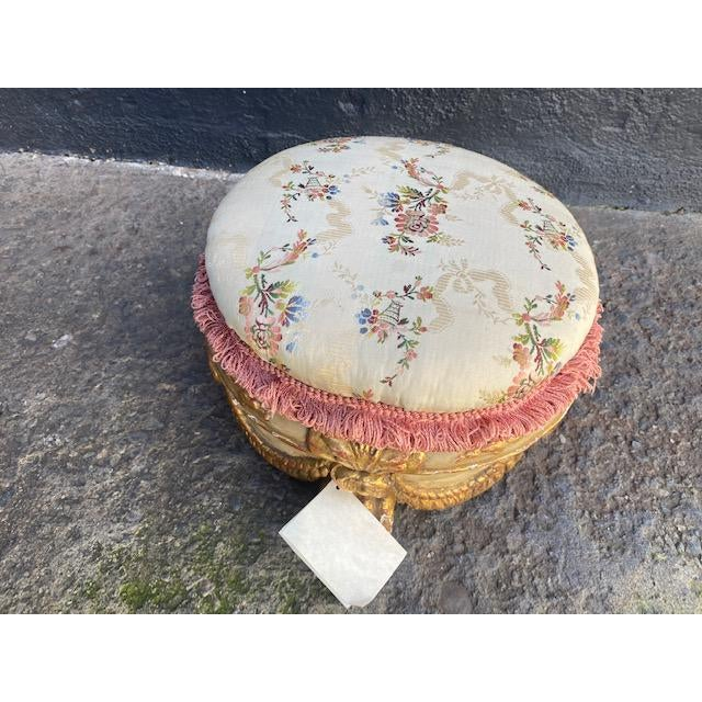Early 18th Century Vintage Giltwood Italian Carved Foot Stool For Sale In Los Angeles - Image 6 of 9