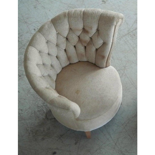 Wood 1940s Hollywood Regency Asymmetrical Fan Back Tufted Lounge Chair For Sale - Image 7 of 9