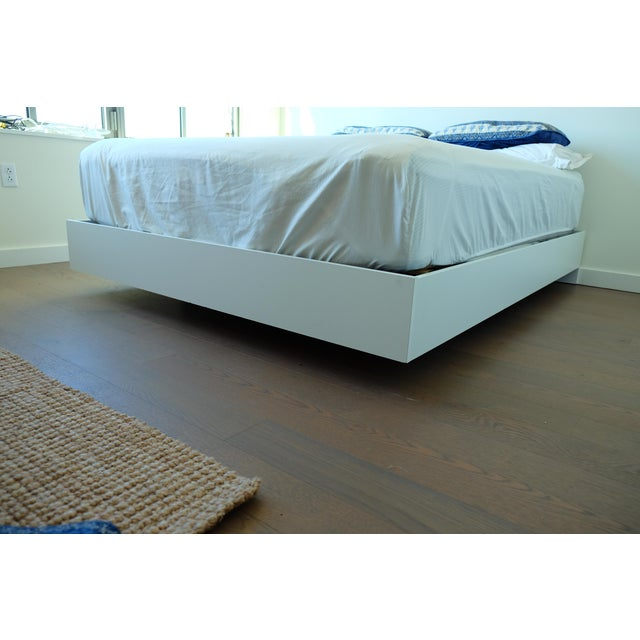 Modern Floating White Platform Queen Bedframe - Image 3 of 3
