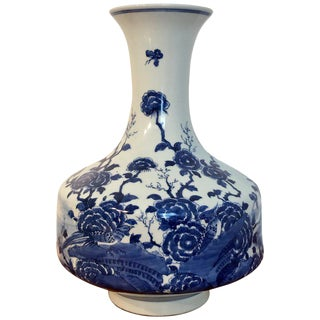 Chinese Export Blue and White Long Neck Vase For Sale