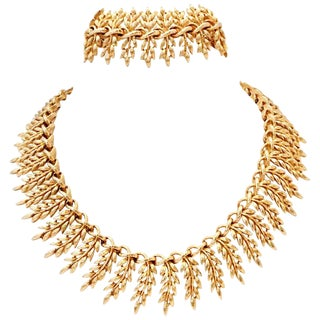 20th Century Gold Laurel Motif Necklace & Bracelet By, Lisner For Sale