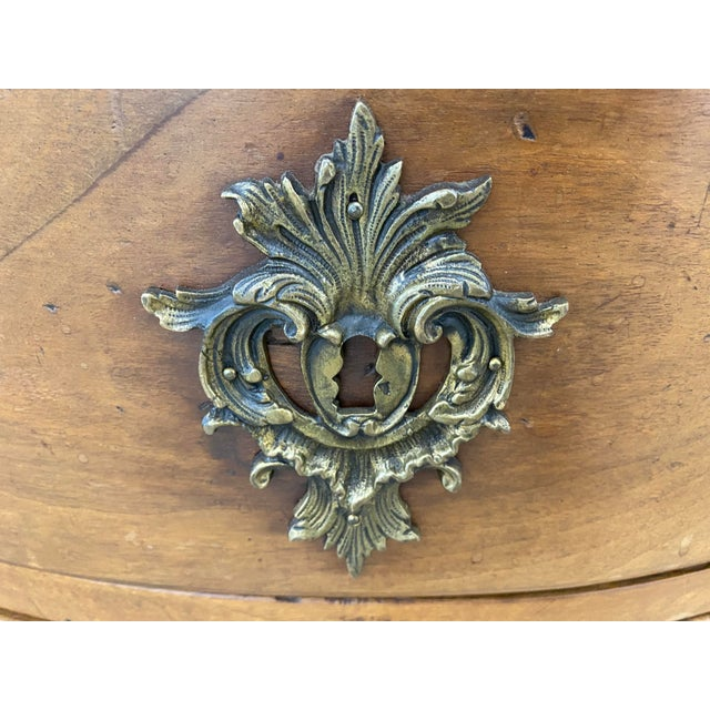 18th Century French Louis XV Commode Arbalete, 1750 For Sale - Image 4 of 10