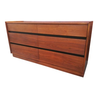 Mid Century Modern Dillingham Espirit Walnut Dresser For Sale