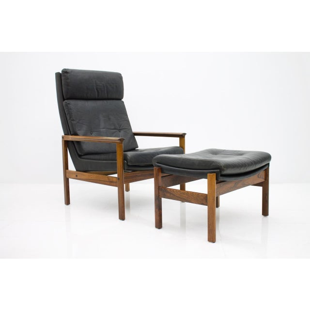 Scandinavian Lounge Chair With Stool in Rosewood and Black Leather, 1960s For Sale - Image 9 of 9